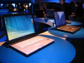 شركة منصات الحاسب العالمية Intel تطرح منصة الحاسب الجديدة Intel Centrino 2 Montevinalaunch1_270x202