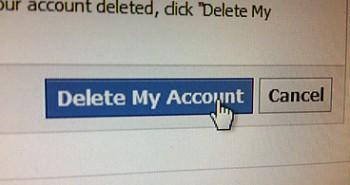 فيس بوك تخسر ملايين من الزوار شهريا