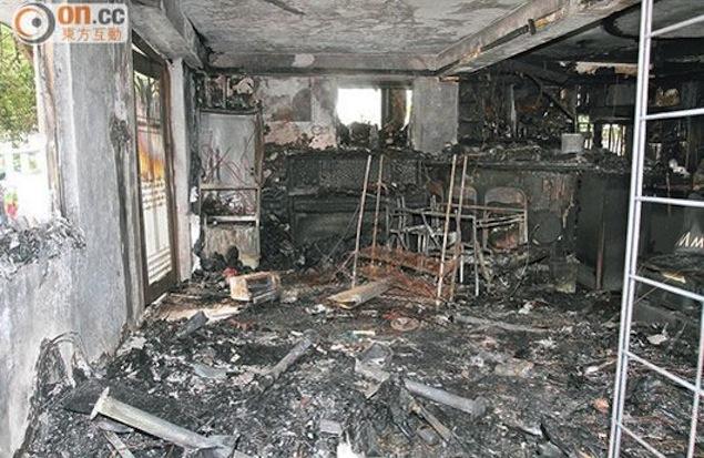 حريق جالاكسي اس 4 جالاكسي اس 4 يشتعل ويحرق منزل بالكامل