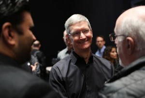 tim-cook-smiling-reuters-635