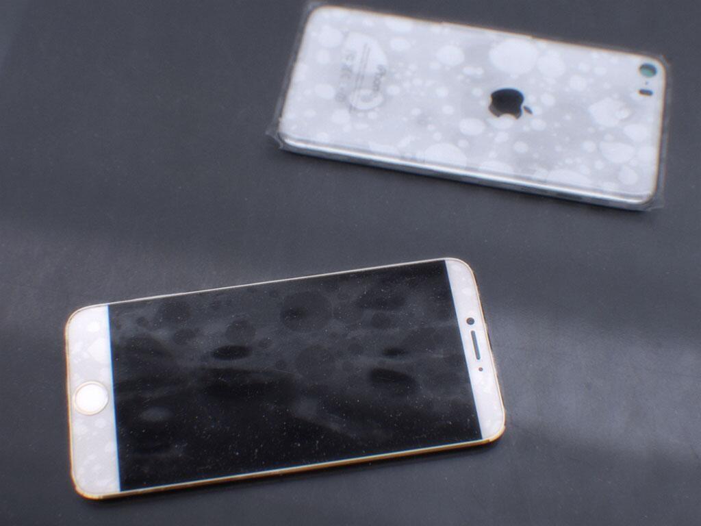 BgS1GwJCMAAqlrx.jpg large 150x150 هل هذه أول الصور الحقيقية لهاتف آيفون 6؟