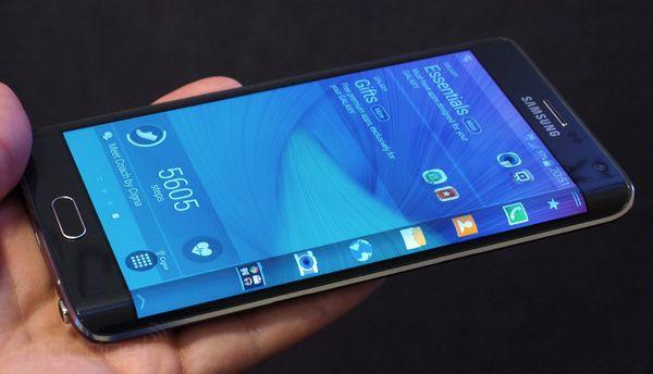 galaxynoteedge lead هاتف Galaxy Note Edge تحت المجهر