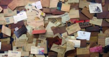 """About.me تطلق تطبيق """"إنترو"""" بديلًا لبطاقات الأعمال الورقية"""