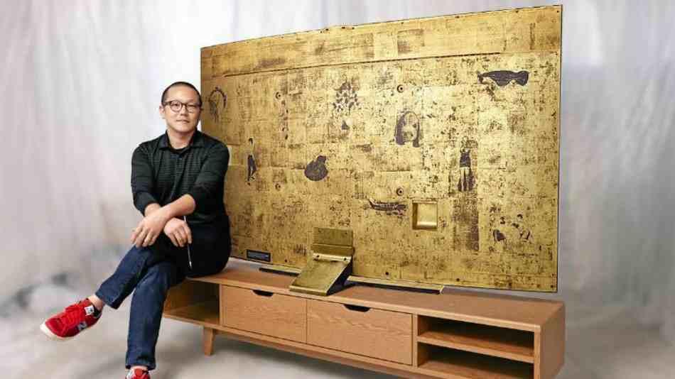 سامسونج تعرض شاشة مُنحنية ذهبية للبيع في مزاد - عالم التقنية