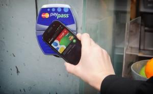Google Wallet تستفيد من إطلاق خدمة أبل باي المُنافسة!