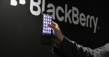 MWC 2015 : بلاك بيري تستعرض هاتف BlackBerry Slider بشاشة منحنية