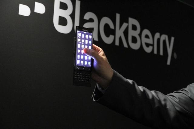 بلاك بيري قد تصنع هاتف أندرويد بأزرار حقيقية ! - عالم التقنية