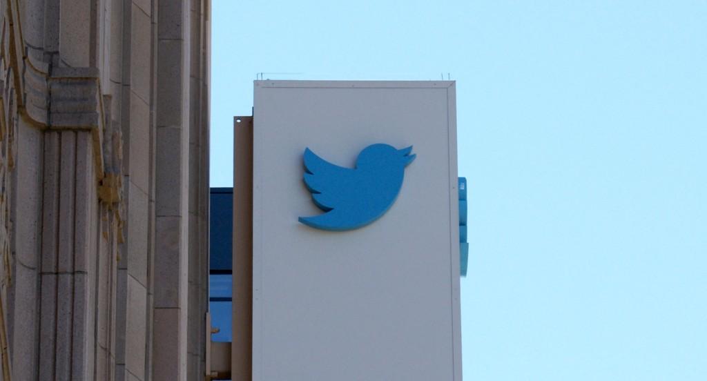 تويتر تعطل 125 ألف حساب به محتوى إرهابي