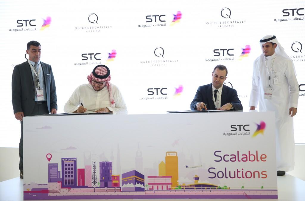 اتفاقية للاتصالات السعودية بجناح الشركة بمعرض جايتكس دبي