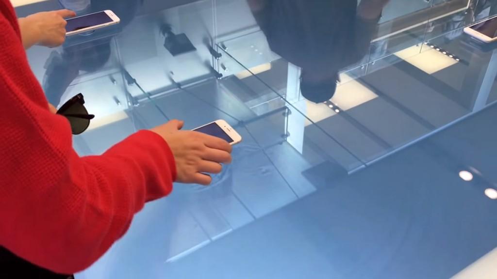 أبل تستعرض في متاجرها تقنية ثري دي تاتش عبر الطاولات