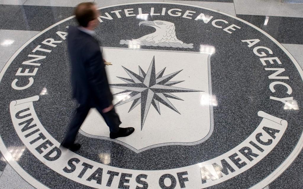 طالب ثانوي يخترق البريد الإلكتروني الخاص برئيس وكالة الاستخبارات المركزية CIA