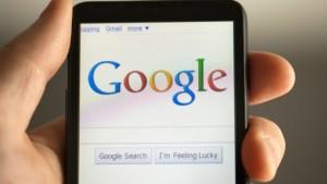 قوقل: أكثر من نصف عمليات البحث من خلال الهواتف الذكية