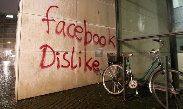حدث في ألمانيا مكاتب فيسبوك تتعرض للهجوم والتخريب