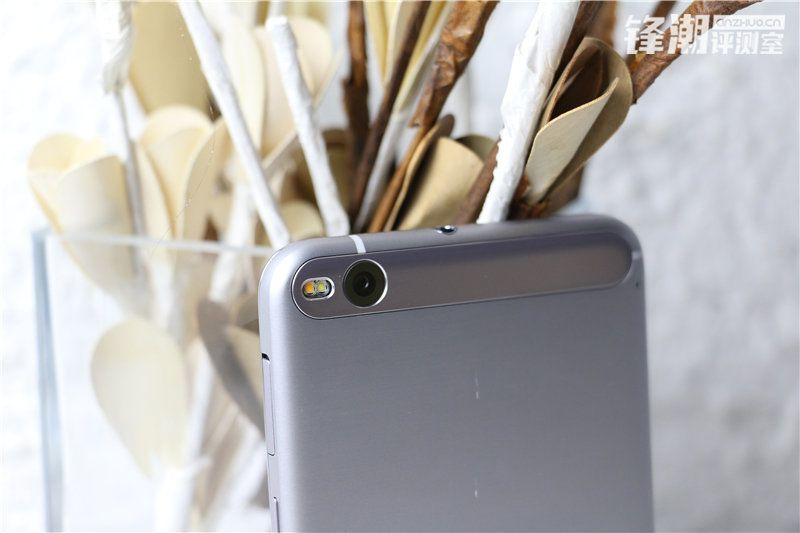HTC-One-X9-photo-shoot-leak-1.0