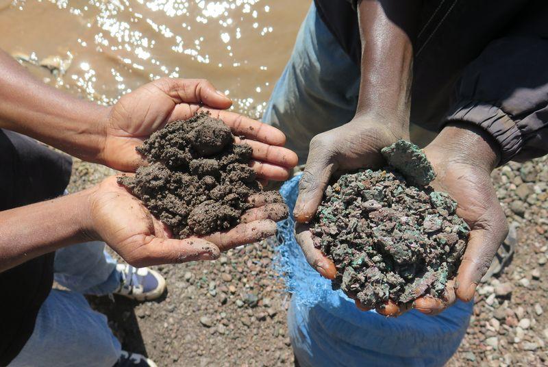 سامسونج وآبل تواجهان اتهامات عمالة الأطفال في أفريقيا