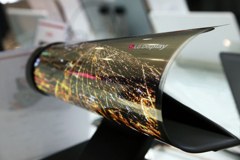 CES_2016_18_inch_Rollable_OLED-LG