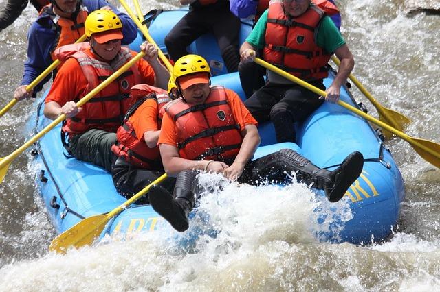 rafting-988012_640