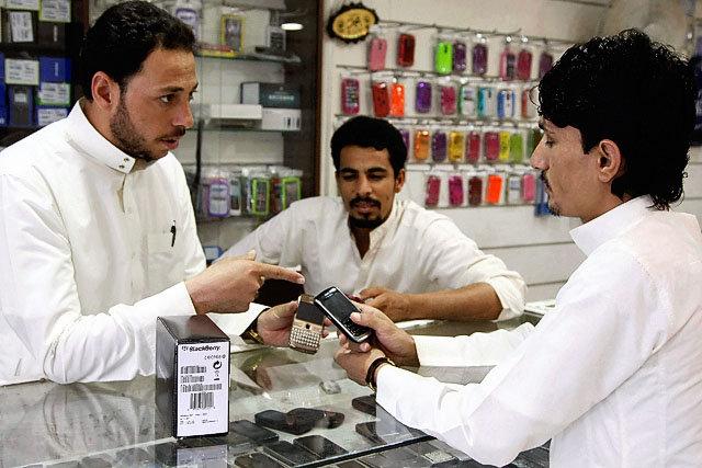 السعودية تقصر العمل في مجال الجوالات على المواطنين فقط