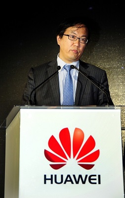 Zou Zhilei, President of Carrier Business Group, Huawei, gives the opening speech at the summit (PRNewsFoto/Huawei)