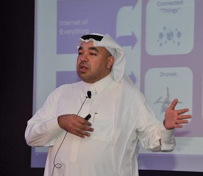 الدكتورطارق عناية متحدثاً مؤتمر الرؤساء التنفيذيين
