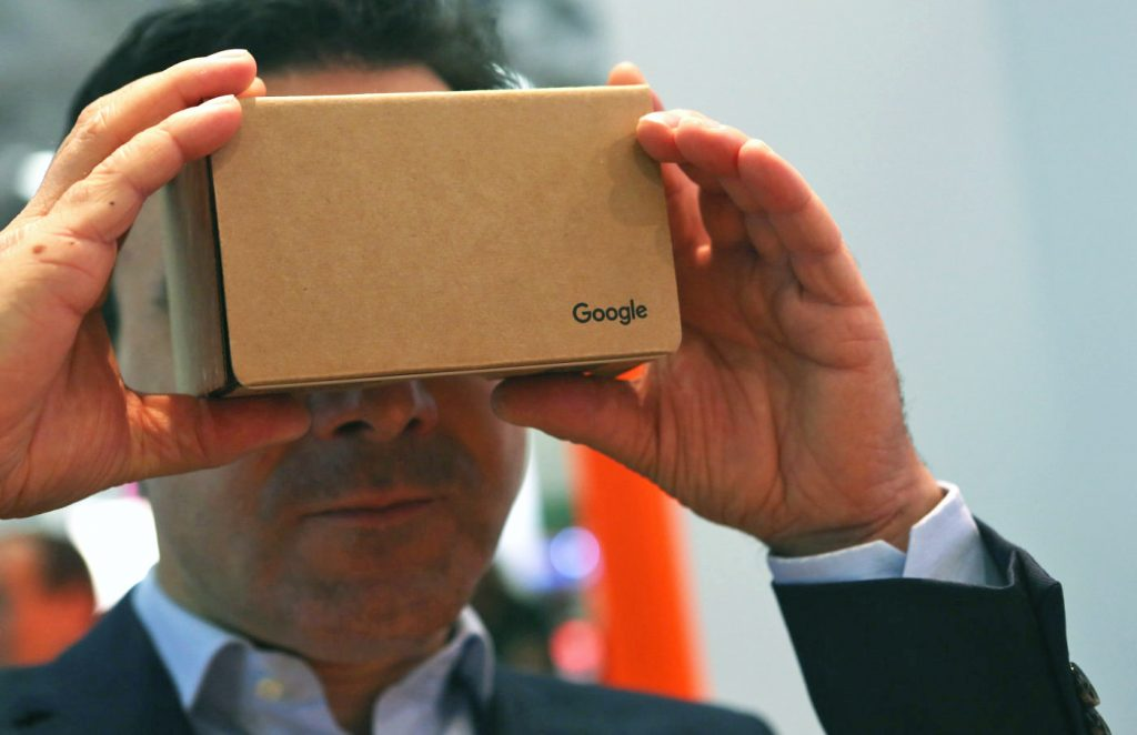 نظارة Cardboard الكرتونية تحتاج لهاتف ذكي