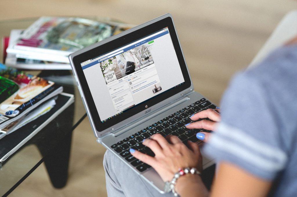 """الشبكات الاجتماعية """"فيسبوك"""""""