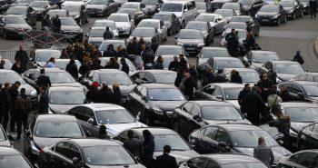 السعودية تسمح للمواطنين العمل مع تطبيقات التاكسي