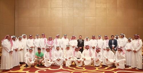 صورة جماعية للإعلاميين ومنسوبي الاتصالات السعودية