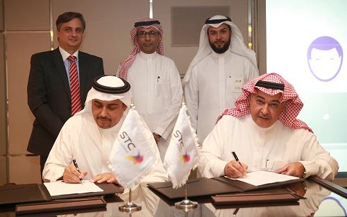 جانب من توقيع اتفاقيات جديدة لتدعيم شبكة الاتصالات السعودية