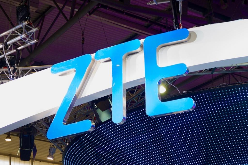 ترامب يكشف عن محادثات مع الرئيسي الصيني لرفع الحظر عن ZTE