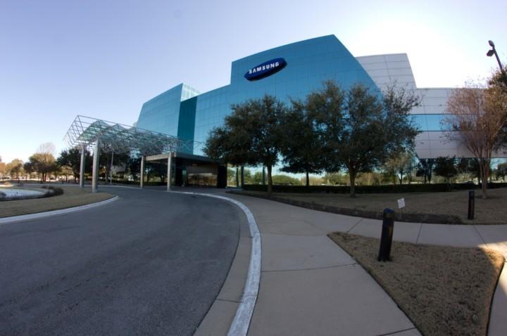 سامسونج تفتتح أكبر مصنع للهواتف الذكية في العالم في نويدا الهندية