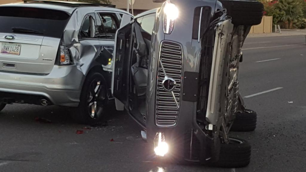 سيارة أوبر ذاتية القيادة تتعرض لحادث خطير