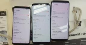 مقارنة هاتفين يعانيان من إحمرار الشاشة مع هاتف طبيعي