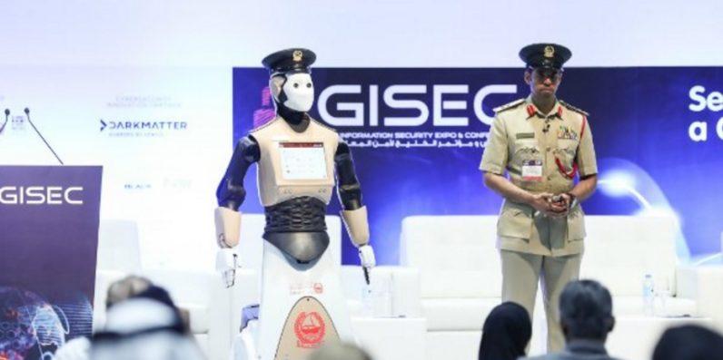 الشرطي الروبوت يظهر في شوارع دبي