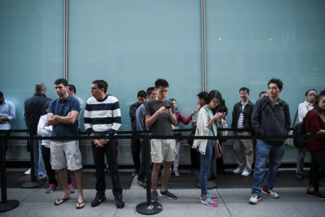 إقبال ضعيف على شراء آيفون 8 من متاجر آبل