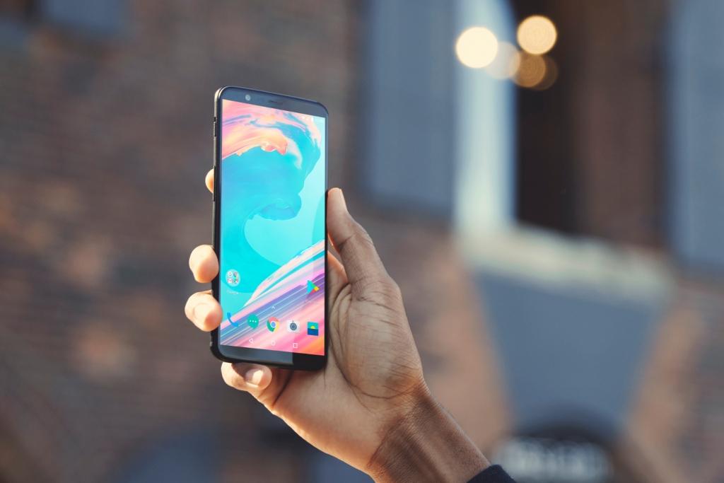 هاتف OnePlus 5T يصبح خلال 6 ساعات الأسرع مبيعا في تاريخ الشركة