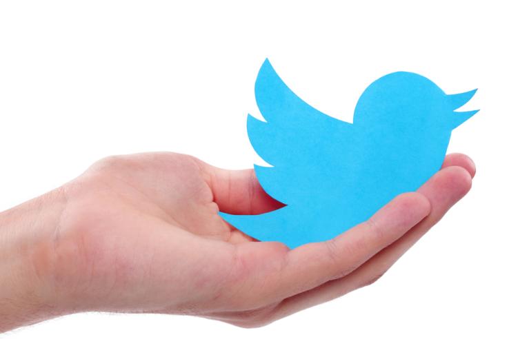 تويتر تتيح ميزة البحث في الرسائل المباشرة في تطبيقها لنسخة iOS