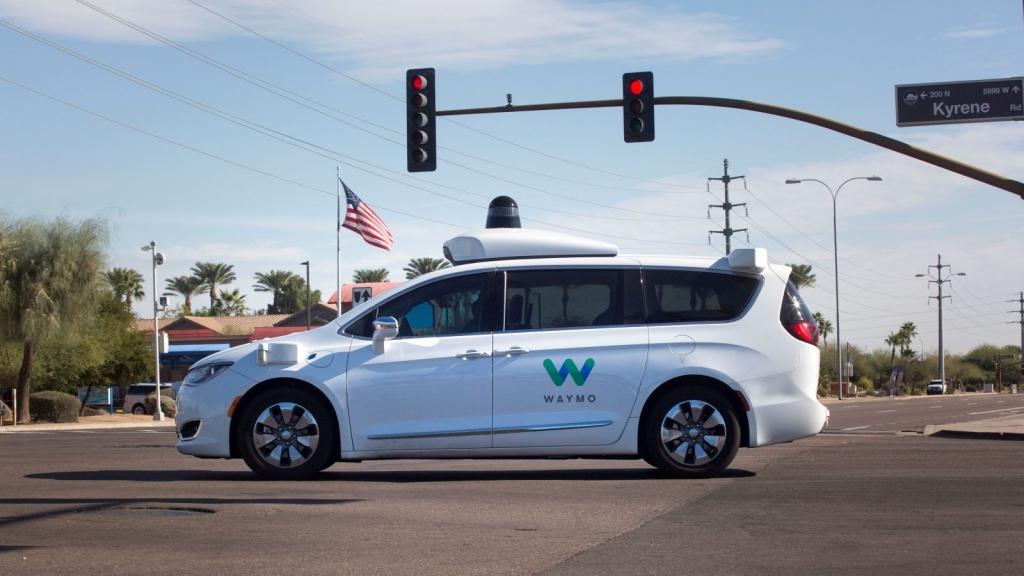 ليفاندوفسكي يعترف بسرقة أسرار متعلقة بتقنيات السيارات ذاتية القيادة من جوجل