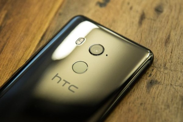 HTC تُحيل 1,500 موظف إلى التقاعد