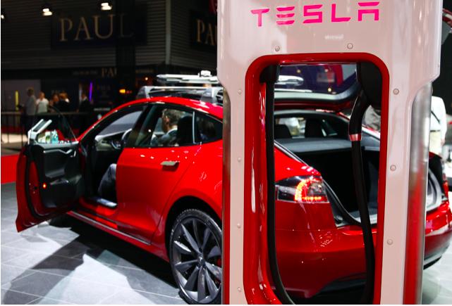 تسلا تنجح في شحن نصف مليون سيارة خلال 2020
