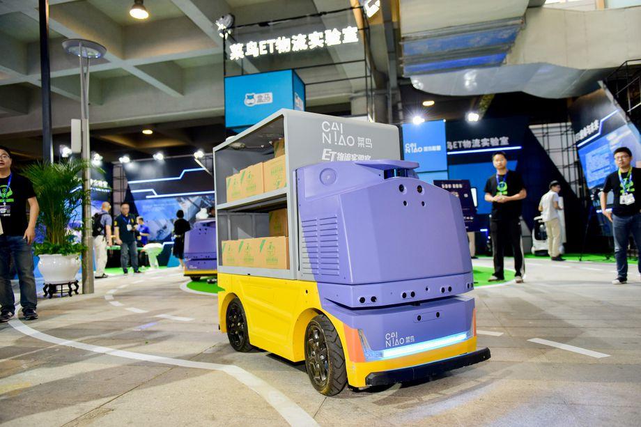 علي بابا تُعلن عن روبوت على شكل سيارة لنقل البضائع للمشترين