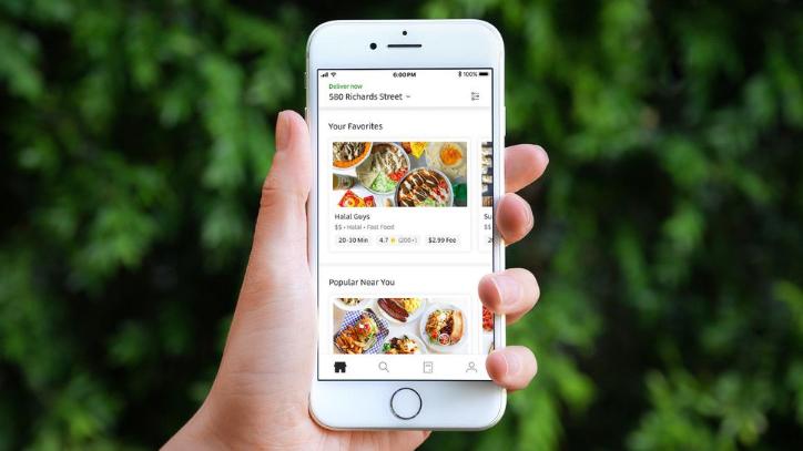 أوبر تغير السعر الموحد لخدمة توصيل الطعام وتبدأ باحتساب القيمة بحسب المسافة