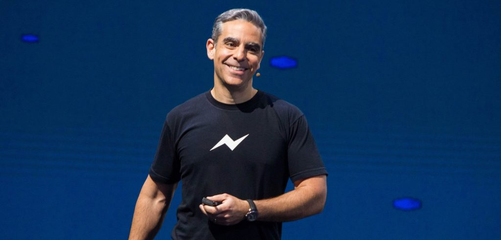 مسؤول فيسبوك يرد على تصريحات مؤسس واتساب