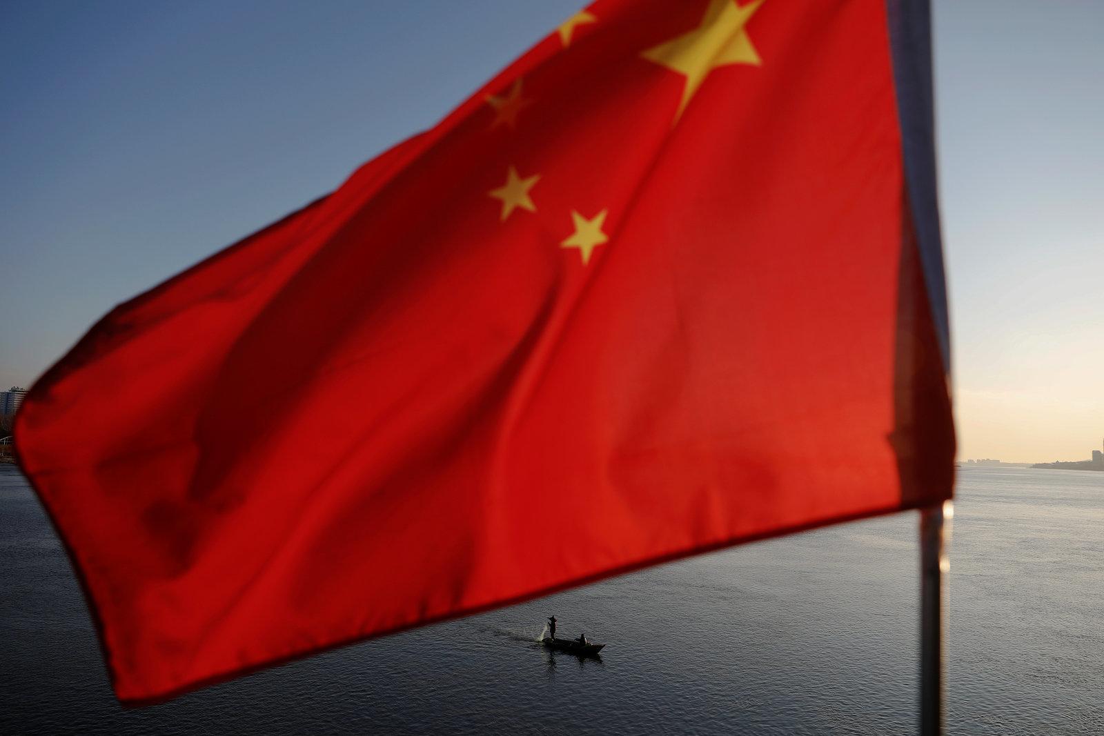 ضرائب جديدة من ترامب على المنتجات والقطع الالكترونية الصينية