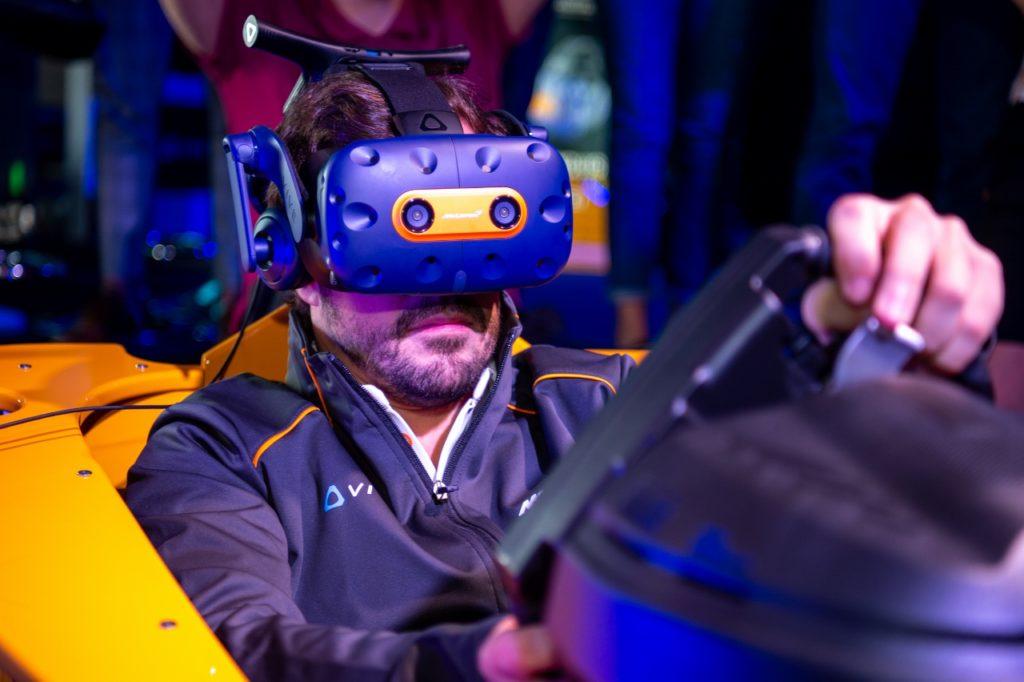 HTC تطلق خوذة Vive Pro خاصة بالتعاون مع مكلارين لتقديم تجربة مختلفة لعشاق السيارات