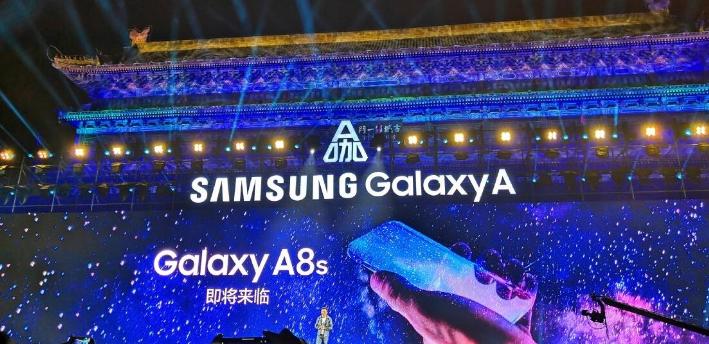 جالاكسي A8S سيكون أول هاتف بشاشة Infinity-O وتقارير حول إطلاقه الشهر القادم