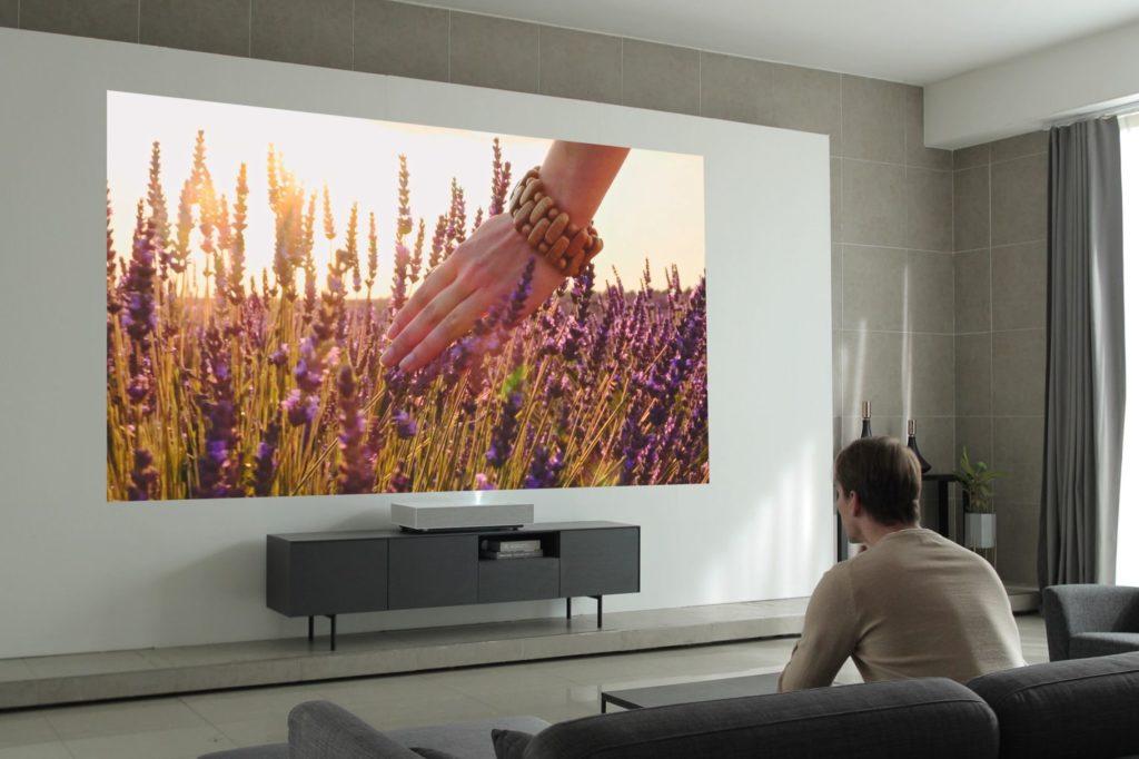 ما هي أجهزة التليفزيون التي تعمل بالليزر ؟ وما المزايا التي ستجلبها إليك ؟