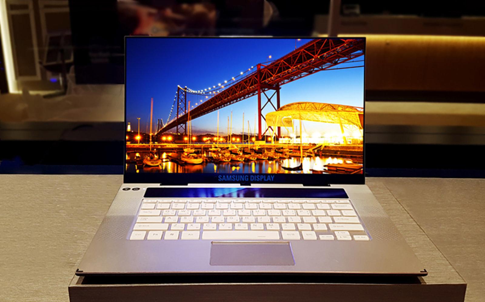 سامسونج تكشف عن أول شاشة OLED 4k قياس 15.6 بوصة