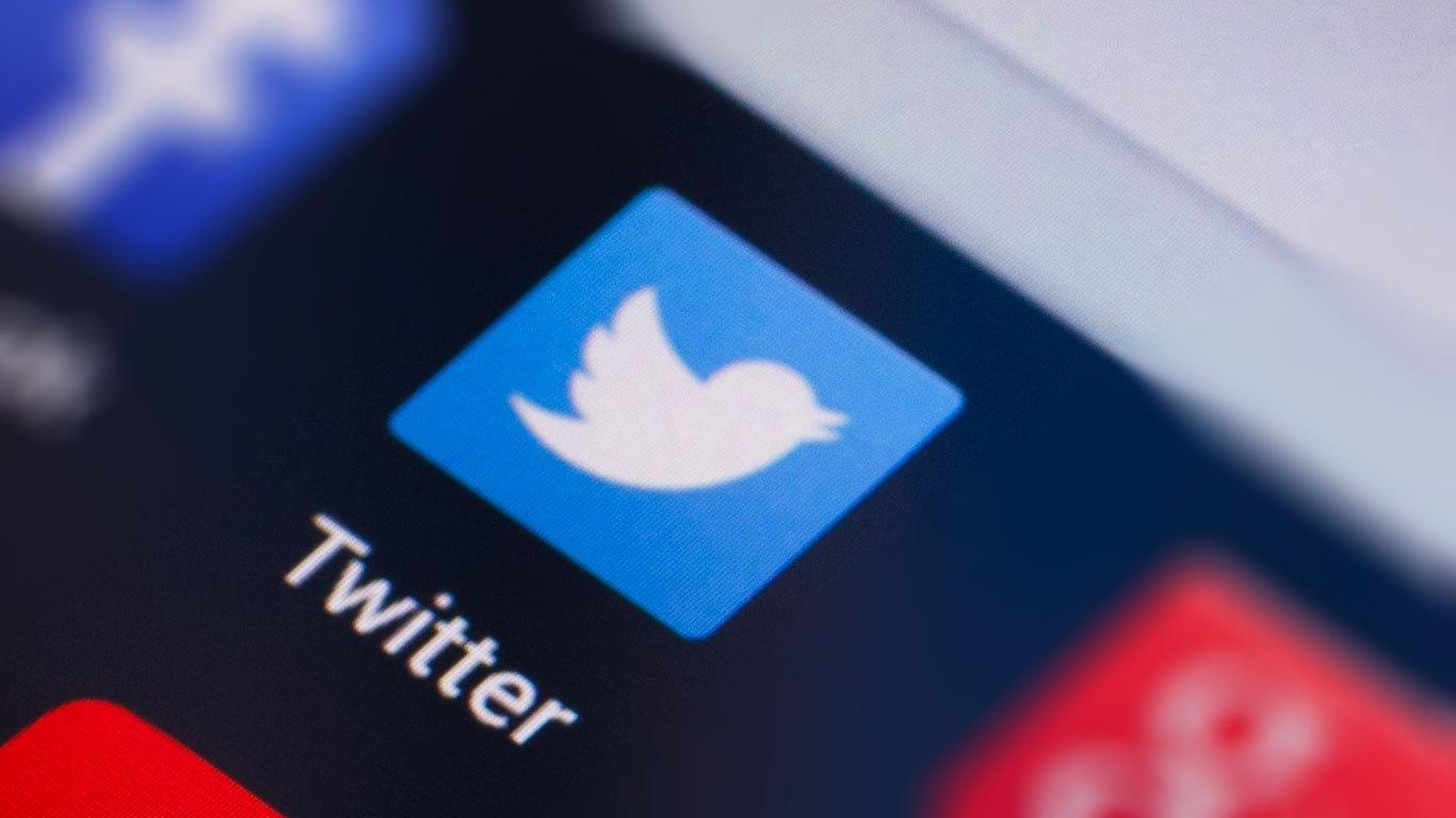 تويتر تختبر خاصية جديدة لتحديد التغريدة الرئيسية ضمن سلسلة الردود