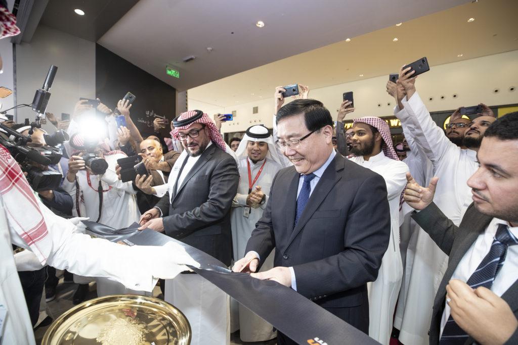 رسميًا: هواوي تفتتح أول متاجرها في المملكة العربية السعودية